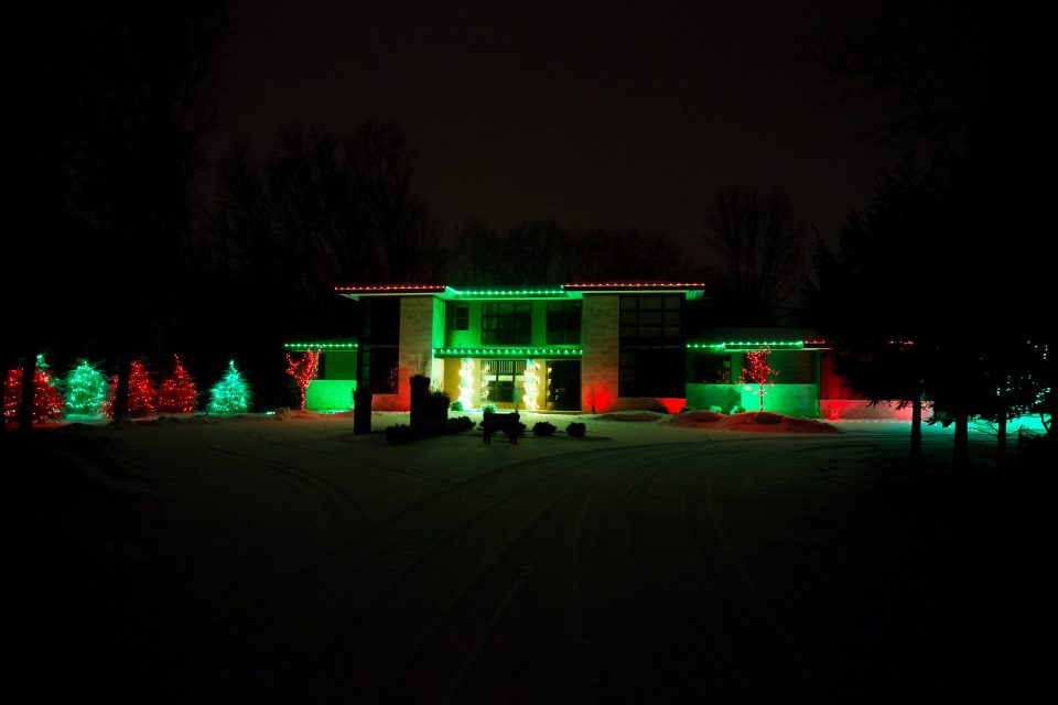 Hire A Pro To Hang Your Christmas Lights Holiday Decorations Kalamazoo Grand Rapids