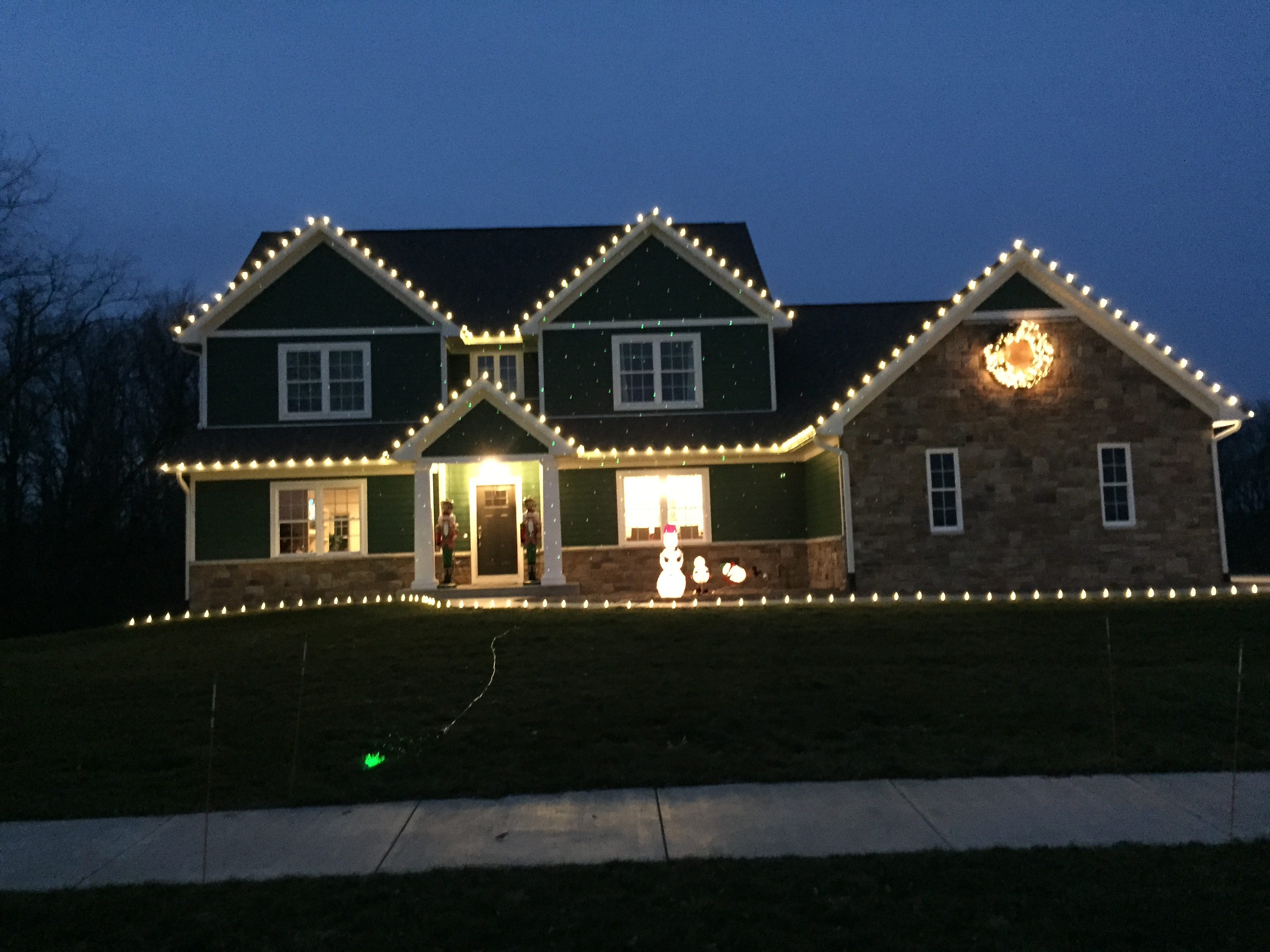 christmas light decoration ideas for scroogy people r a landscaping. Black Bedroom Furniture Sets. Home Design Ideas